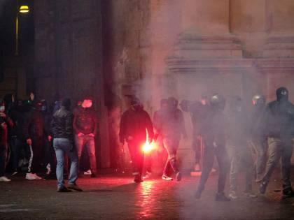 Forza Nuova in piazza. E Roma brucia ancora
