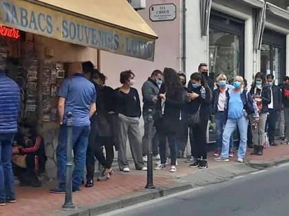 Francesi all'assalto delle tabaccherie italiane prima del lockdown