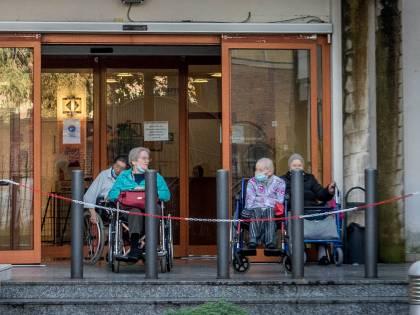 """Un'infermiera per 53 anziani """"Noi abbandonati nella Rsa"""""""
