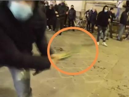 Scontri a Firenze, videoreporter preso a legnate da teppista
