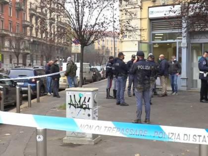 Rapina a mano armata in banca a Milano: la banda fugge dal tunnel