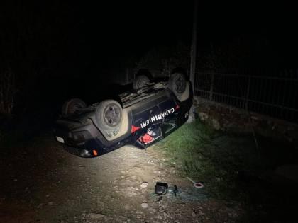 Sardegna, l'auto dei carabinieri distrutta dalla ruspa
