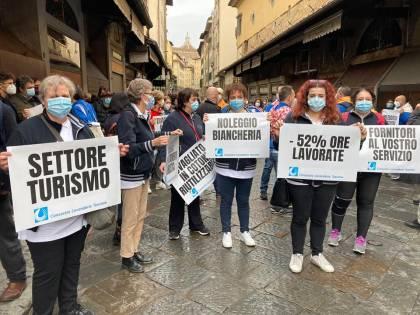 """Il """"cammino degli inessenziali"""": da Firenze a Roma a piedi per farsi sentire dal Governo"""