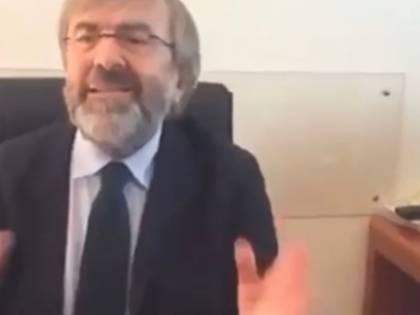 """Il commissario di Conte delira: """"Per prendere il Covid devi usare la lingua"""""""