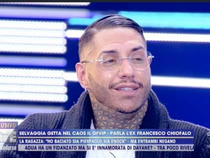 """Chiofalo e la verità choc su Selvaggia Roma: """"Cerca solo visibilità, non ha baciato Petrelli né Enock"""""""