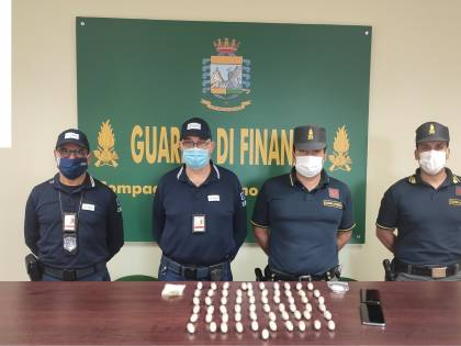 66 ovuli nello stomaco: così il pusher nigeriano portava l'eroina in Italia