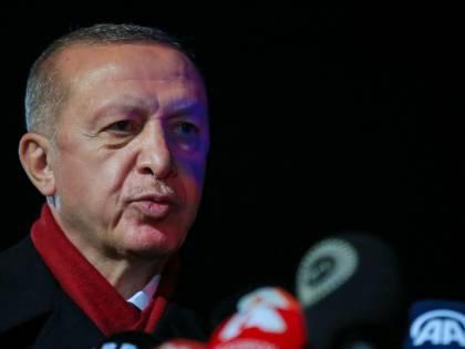 """""""Maleducato e inappropriato"""". Ora Erdogan attacca Draghi"""
