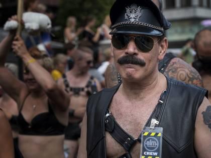"""""""Relazioni gay depravate"""". E la Lega scarica il consigliere"""