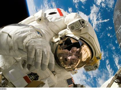 """Quegli astronauti nello Spazio che """"cadono"""" senza toccar terra"""