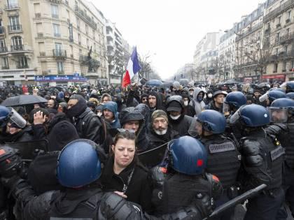 Parigi: la marcia della libertà. Scontri, violenze e 46 arresti