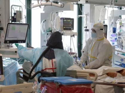 Covid, medico negazionista: la Asl taglia il 20% del suo stipendio