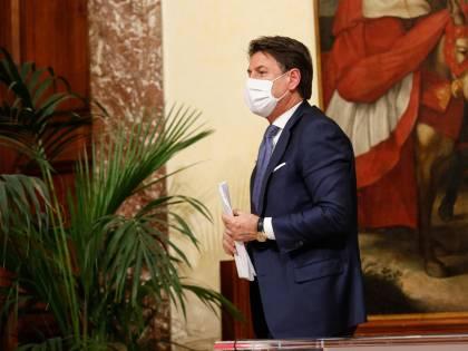 Lo schiaffo per il governo: solo tre italiani su dieci si fidano ancora di Conte