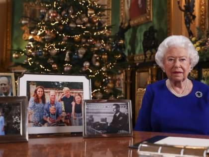 Elisabetta II si dà alla musica