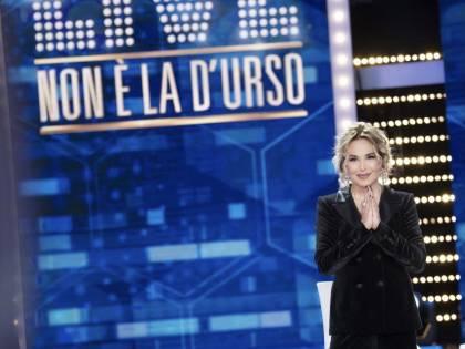 "Barbara d'Urso resta al buio: ""Blackout ma non ci spaventa nulla"""