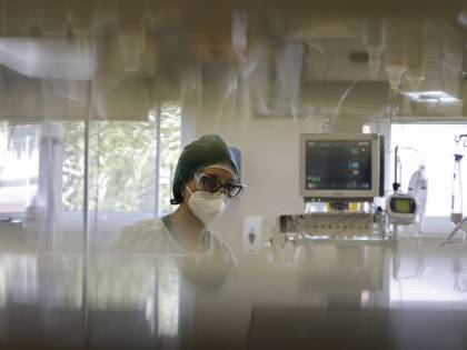 L'Aifa resta cauta sugli anticorpi monoclonali. La cura made in Italy (per ora) solo all'estero
