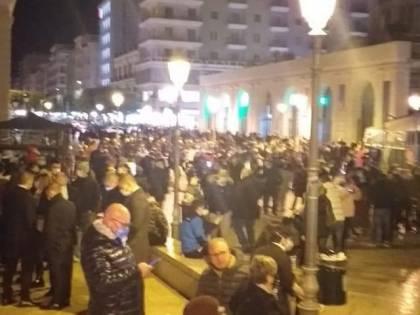 Bari, il centro affollato nel giorno di festa