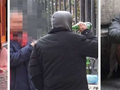 """Paura e rischio contagio nella piazza in mano ai clochard: """"Mascherine? Non le mettiamo"""""""