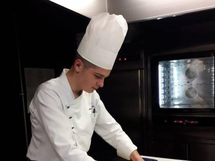 """Il lockdown non ferma il giovane chef Matteo. """"Cucino in casa per amici e parenti"""""""