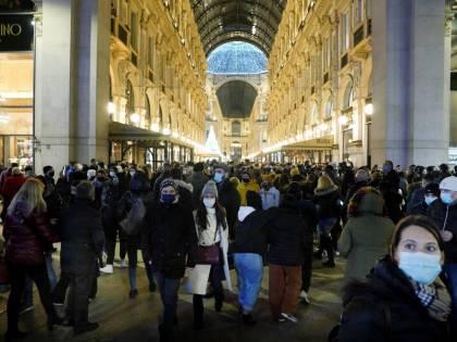Pattuglie schierate in strade e stazioni. A Milano la Galleria a numero chiuso