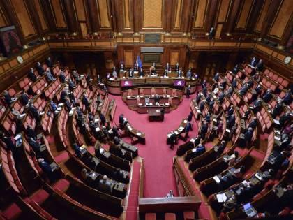 Dl sicurezza, scoppia bagarre: il sì senza voti da centrodestra