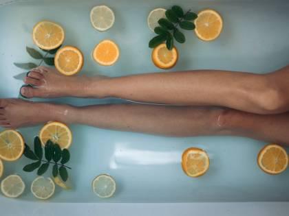 Gambe e massaggi fai da te: cure e rimedi naturali