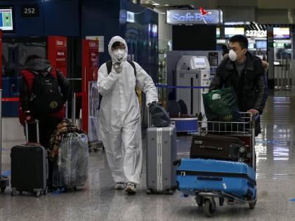 """Decine di aerei ogni giorno: già atterrati nel nostro Paese 45mila possibili """"untori"""""""