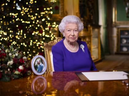 """La monarchia inglese trema: """"La regina Elisabetta sarà l'ultima sovrana"""""""
