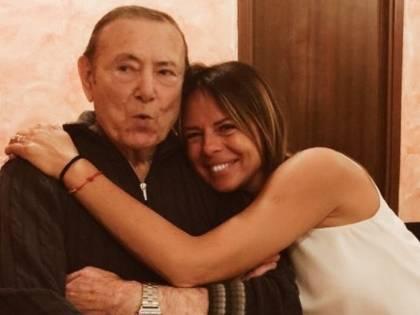 Morto il papà di Paola Perego. Aveva contratto il Covid