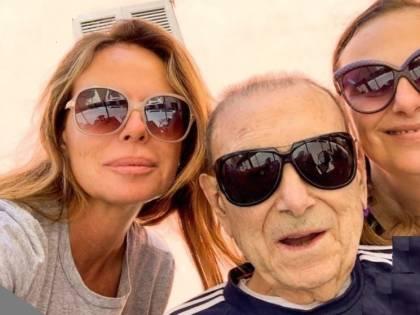 Il commovente addio di Paola Perego al padre