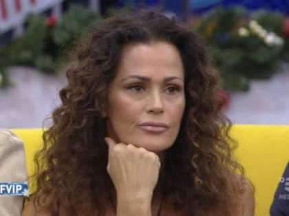 "Samantha De Grenet sotto accusa difesa da Pupo: ""È il politically correct..."""