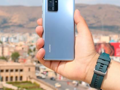 """Vetro graffiato dello smartphone? Huawei inventa la miscela """"magica"""""""