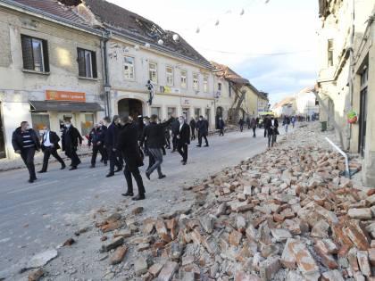 Croazia in lutto il 2 gennaio. Cento tende dall'Italia