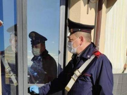 Non possono comprare latte ai figli: provvedono i carabinieri