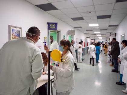 """Covid e influenza. Gli ospedali ora temono  la """"tempesta perfetta"""""""