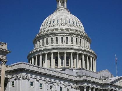 """Polemiche per la preghiera inaugurale al Congresso Usa: """"amen"""" e """"awoman"""" al posto di """"amen"""""""