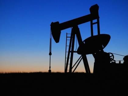 Compromesso sul petrolio, l'Arabia riduce l'estrazione e la Russia la aumenta