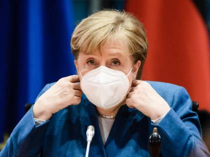 """La Merkel tira di nuovo il freno a mano: """"Regole dure per tutti e coprifuoco locali"""""""