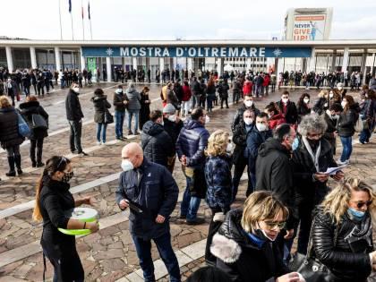 Vaccino, in Campania finite le dosi. Stop alle somministrazioni