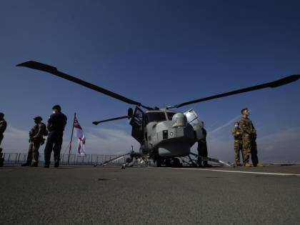 Londra invia la sua portaerei: c'è il piano per fermare la Cina