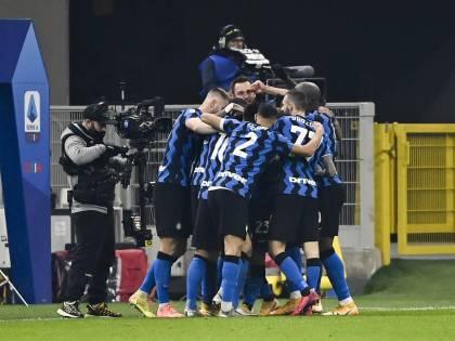 """L'Inter domina e batte 2-0 la Juventus. I nerazzurri spengono il """"caso"""" Vidal"""