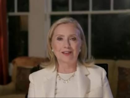 Ora Hillary Clinton diventa scrittrice: ecco il thriller contro Trump