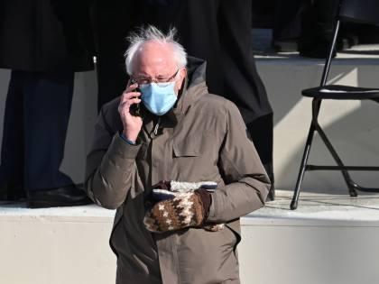 Ma che belli i guanti di Bernie Sanders