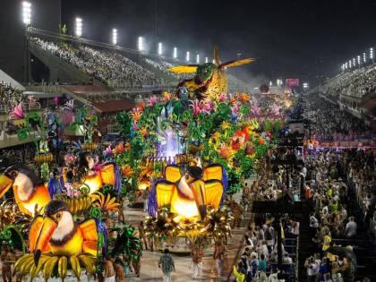 Il Covid spazza via il Carnevale di Rio. Neanche le guerre lo avevano fermato
