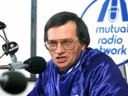 Morto Larry King, il giornalista in bretelle. Ha intervistato tutti i potenti del mondo