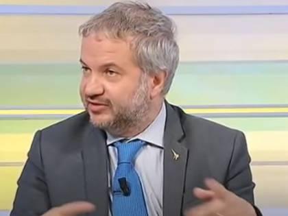 """Borghi silura Bonafede: """"Consegnano Dj Fofò con una mela in bocca"""""""