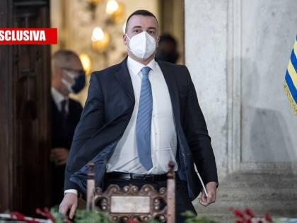 """Lo smacco di Crimi a Casalino: ecco l'ultimo sms al """"portavoce"""""""