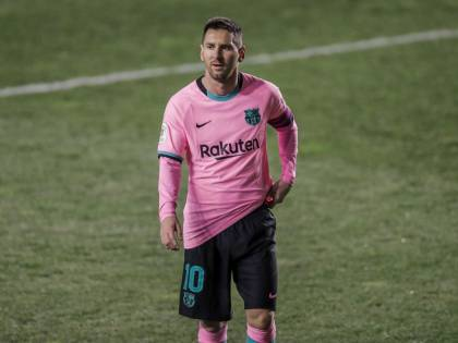 """""""Così ha rovinato il Barcellona"""". Ecco il maxi stipendio di Messi"""