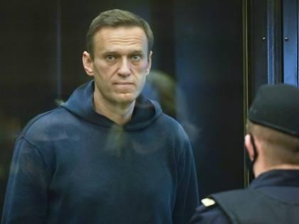 """Navalny è allo stremo: """"Do ascolto ai medici, interrompo lo sciopero"""""""
