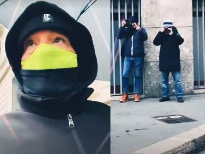 """Eros Ramazzotti """"sfida"""" i paparazzi. Il video dell'inseguimento in centro a Milano"""