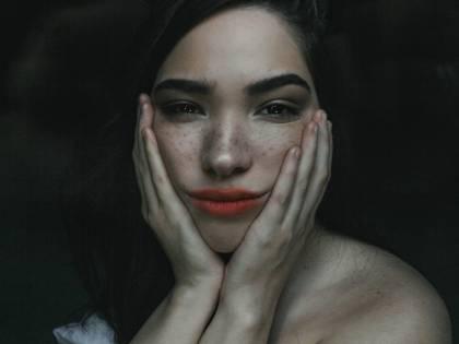 Yoga facciale, i rituali per una pelle giovane e tonica